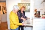 06 MV Christl und Inge freuen sich über die gelungene Plenker Ausstellung k